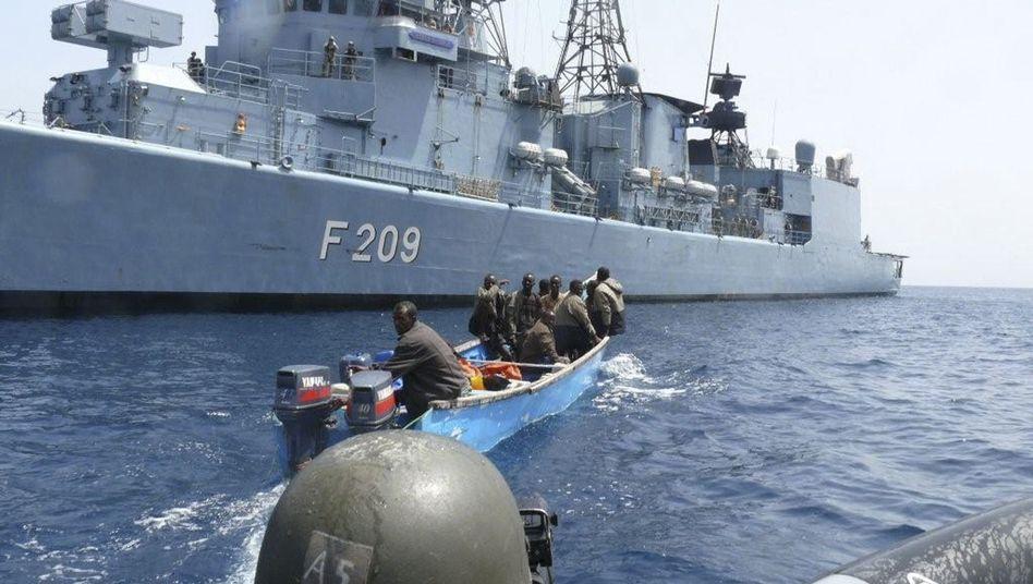"""Somalische Piraten vor Fregatte """"Rheinland-Pfalz"""": Übermacht soll Angreifer abschrecken"""