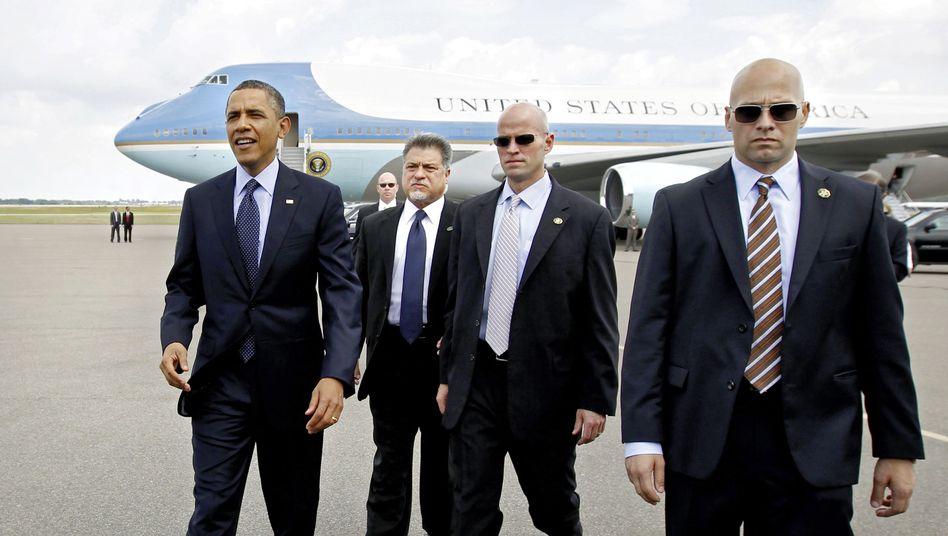 US-Präsident Barack Obama (l.) mit Leibwächtern: Wer muss noch gehen?