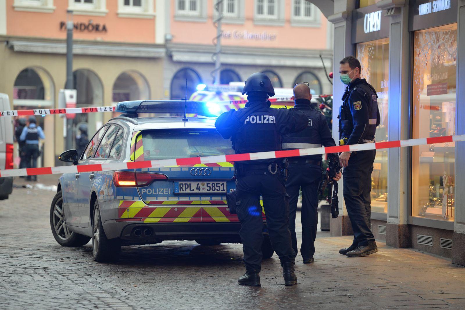 Autofahrer rast durch Trierer Fußgängerzone