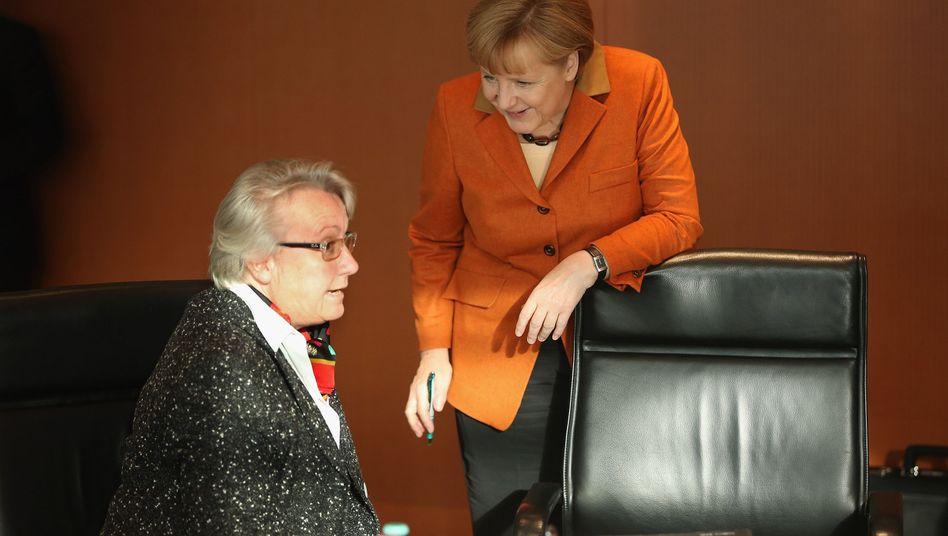 """Bildungsministerin Schavan, Kanzlerin Merkel (Archivbild): """"In Ruhe miteinander reden"""""""