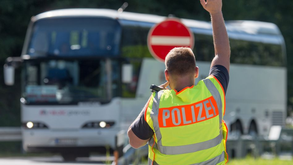 """Kontrollstelle an der Autobahn A3: """"Nahezu ungebrochener Zustrom"""""""