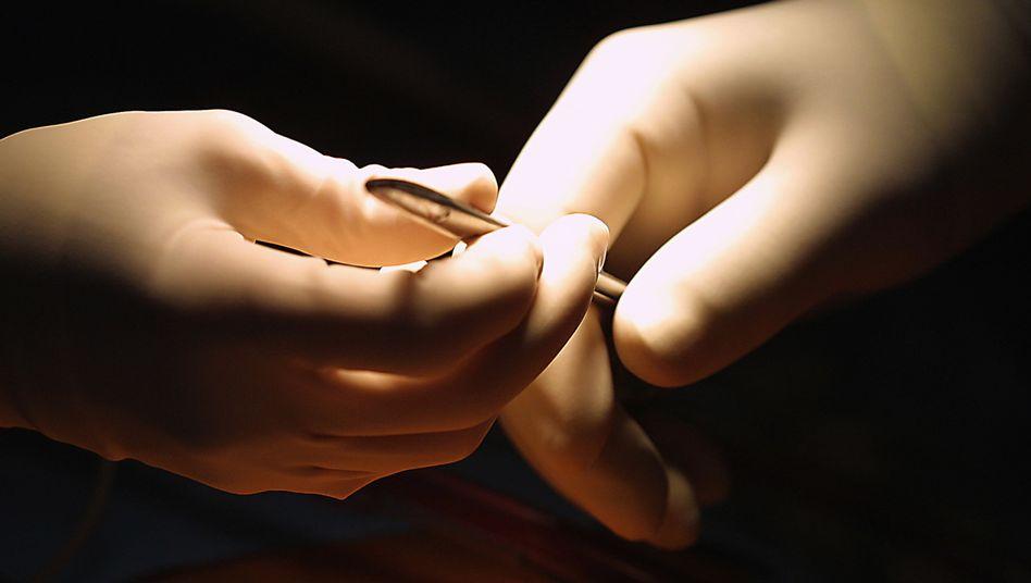 Skalpell: Kritik am Gesetzentwurf zur Beschneidung von Jungen