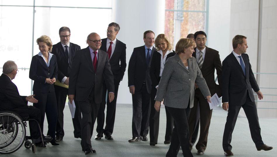 Kanzlerin mit Ministern und Wirtschaftsberatern: Unterschiedliche Richtungen