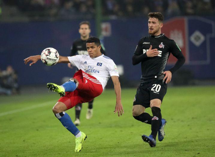 Szene aus dem Hinspiel zwischen dem Hamburger SV und dem 1. FC Köln