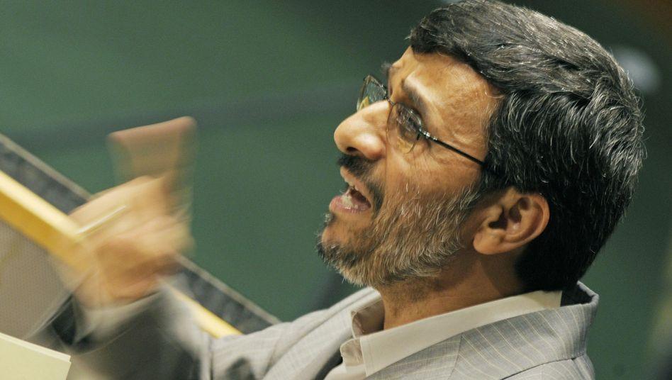"""Irans Präsident Ahmadinedschad: Atomwaffen """"beschämend und widerlich"""""""