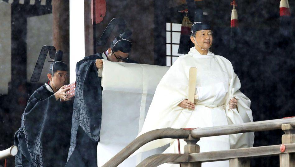 """Kaiser Naruhito verlässt den Schrein """"Kashikodokoro"""": Er ist der 126. Kaiser der ältesten Erbmonarchie der Welt"""