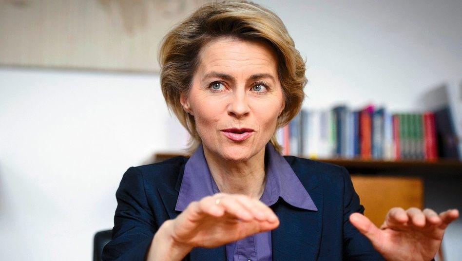 Ministerin von der Leyen: »Für die Männer die Straße, für die Frauen die Piste«