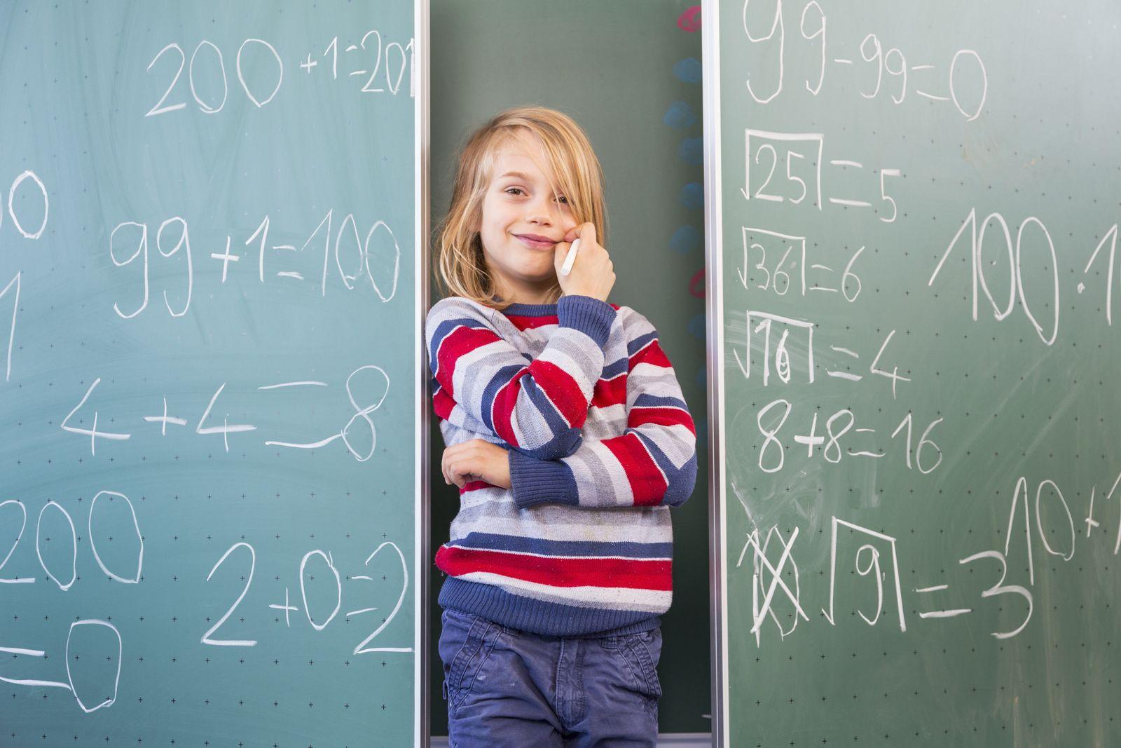 EINMALIGE VERWENDUNG Leben/ Bildung/ Kind/ Mathematik/ Tafel