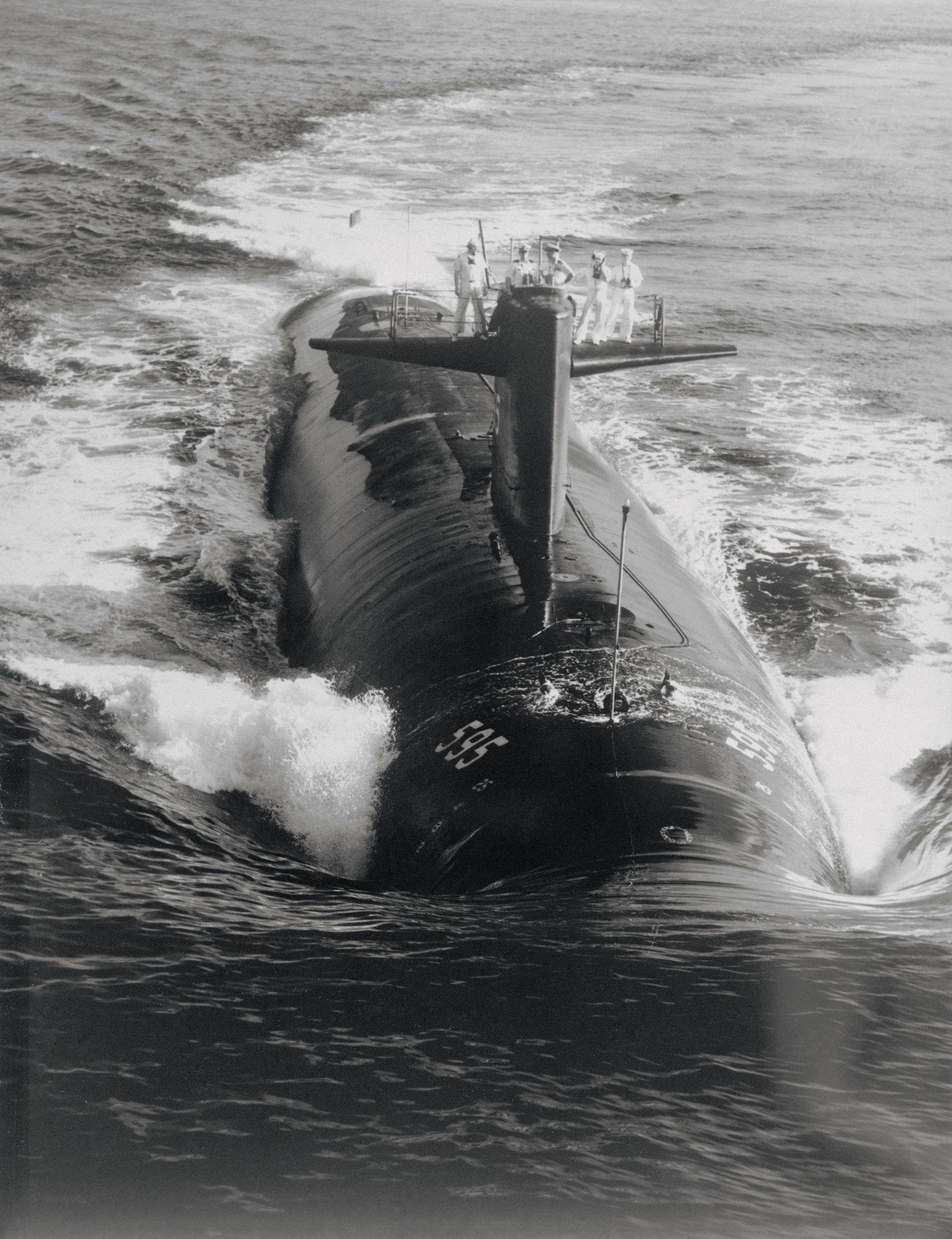 Pepsi Kriegsflotte - Sailors Atop Submarine in Water