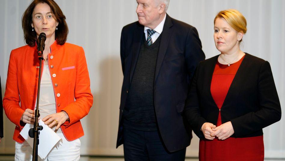 Katarina Barley, Horst Seehofer und Franziska Giffey (v.l.)