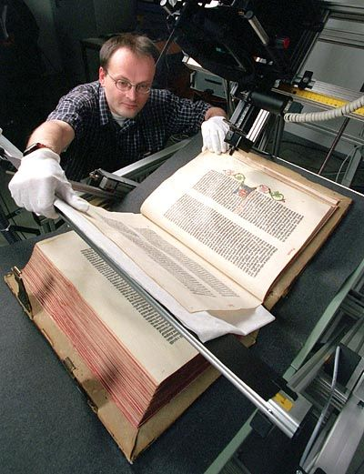 Alte Folianten versöhnen den Bibliothekar mit seinem schweren Los