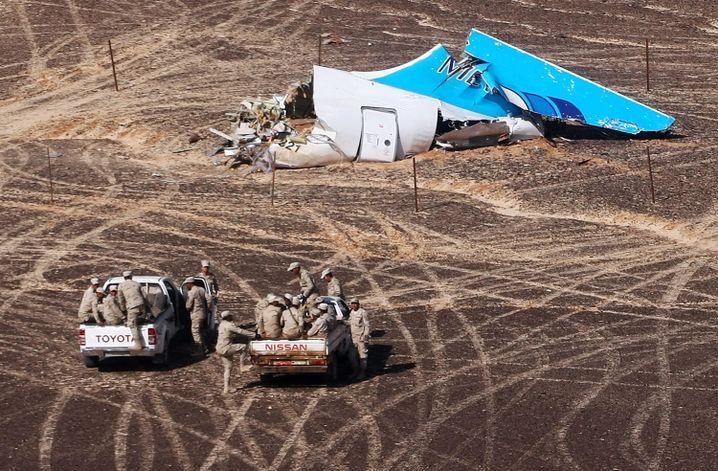 Trümmerteil des A321 (Aufnahme vom Montag): Hinweise auf die Absturzursache