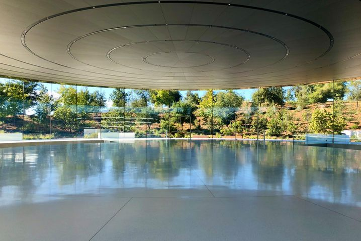 """Leere in Apples """"Steve Jobs Theater"""": Diesmal bleiben die Journalisten zu Hause und sehen online zu"""