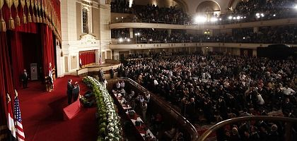 US President Barack Obama got a standing ovation even before he began speaking on Thursday at Cairo University.