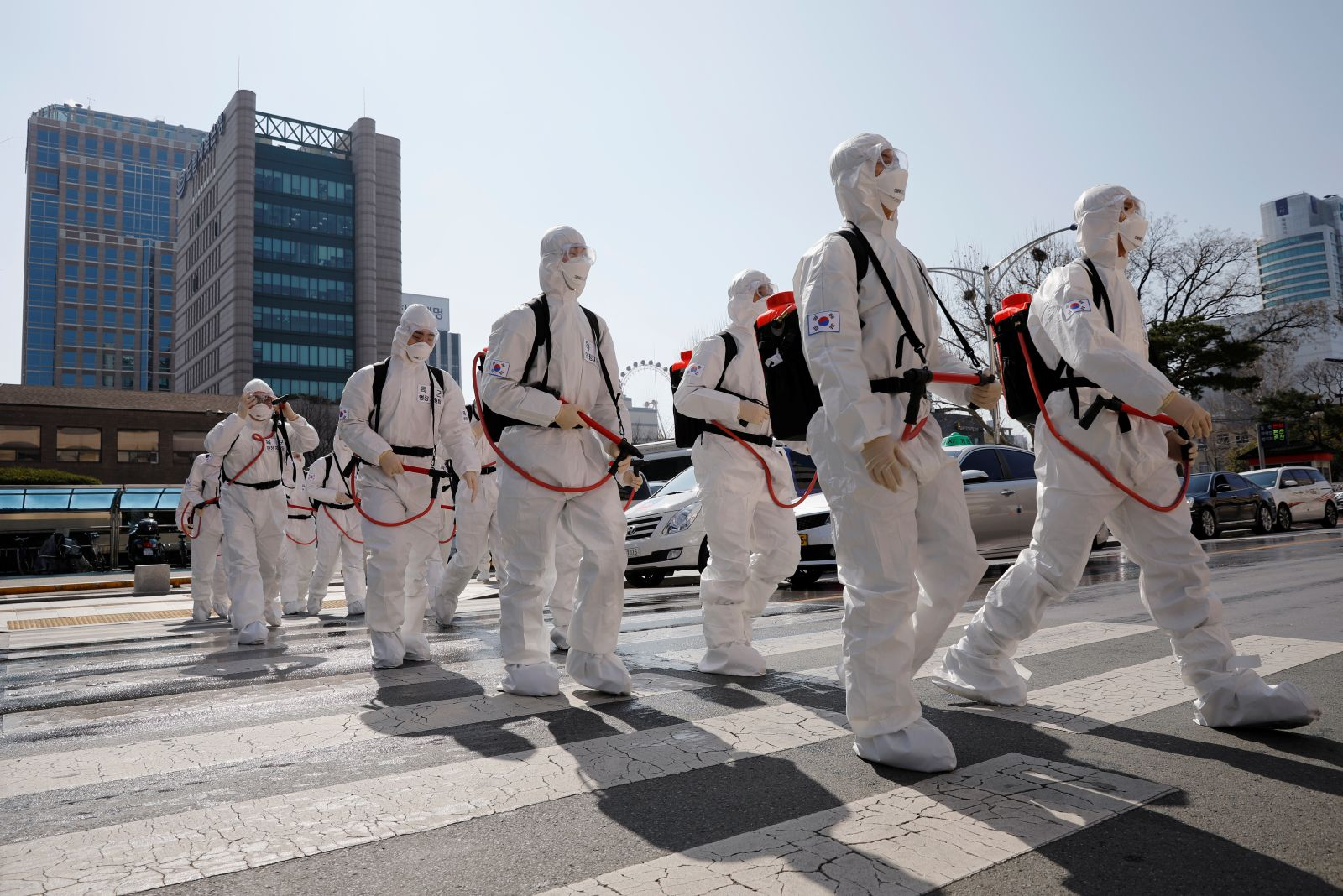 South Koreans soldiers are mobilized to disinfect Daegu city hall