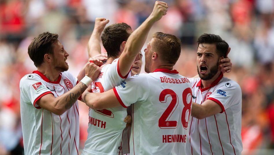 Düsseldorfs Spieler feiern