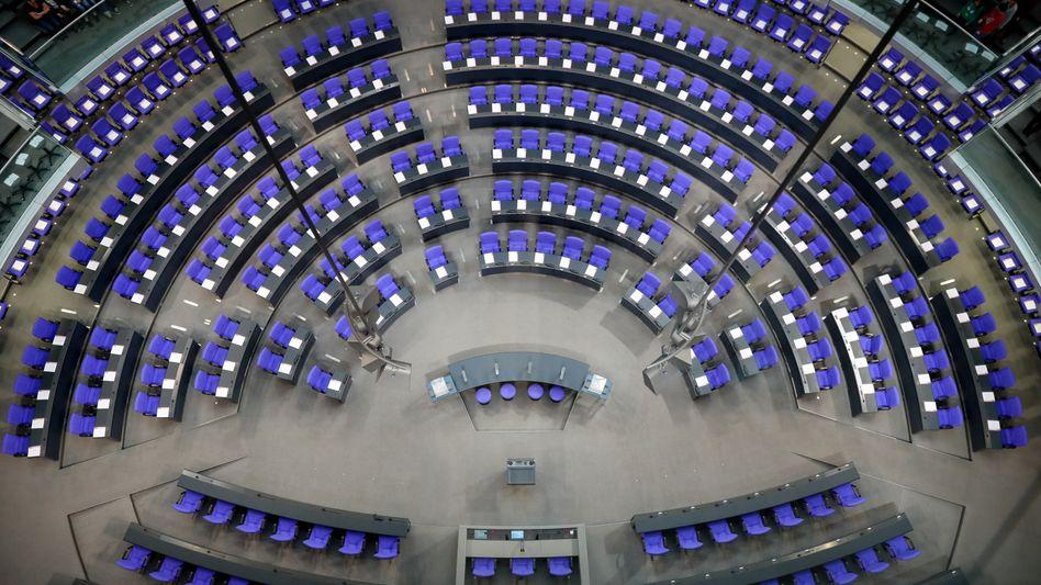 Nach der Wahl 2017 ist der Bundestag auf seine Rekordgröße mit 709 Sitzen angewachsen