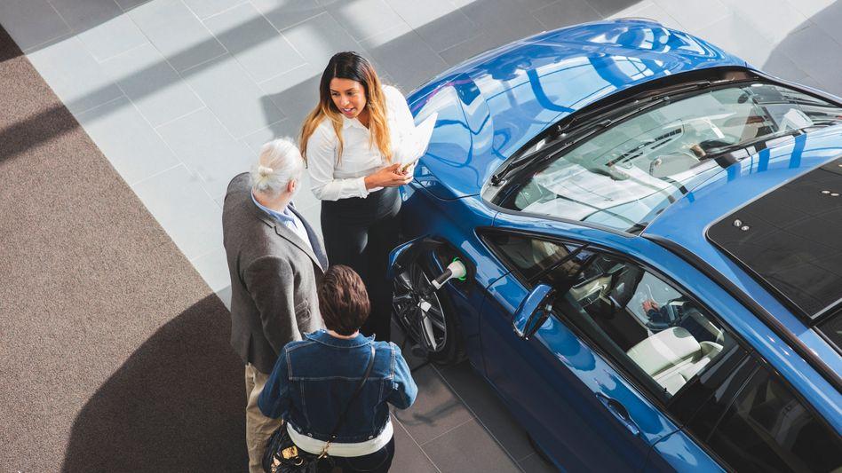 Elektroautos sollen mit der höheren Prämie für mehr Kunden erschwinglich werden. Zum finalen Durchbruch reicht sie dem Autoexperten Ferdinand Dudenhöffer zufolge jedoch nicht