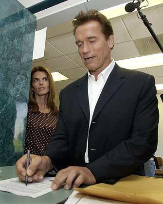 Offizieller Kandidat: Schwarzenegger reicht seine Bewerbung ein
