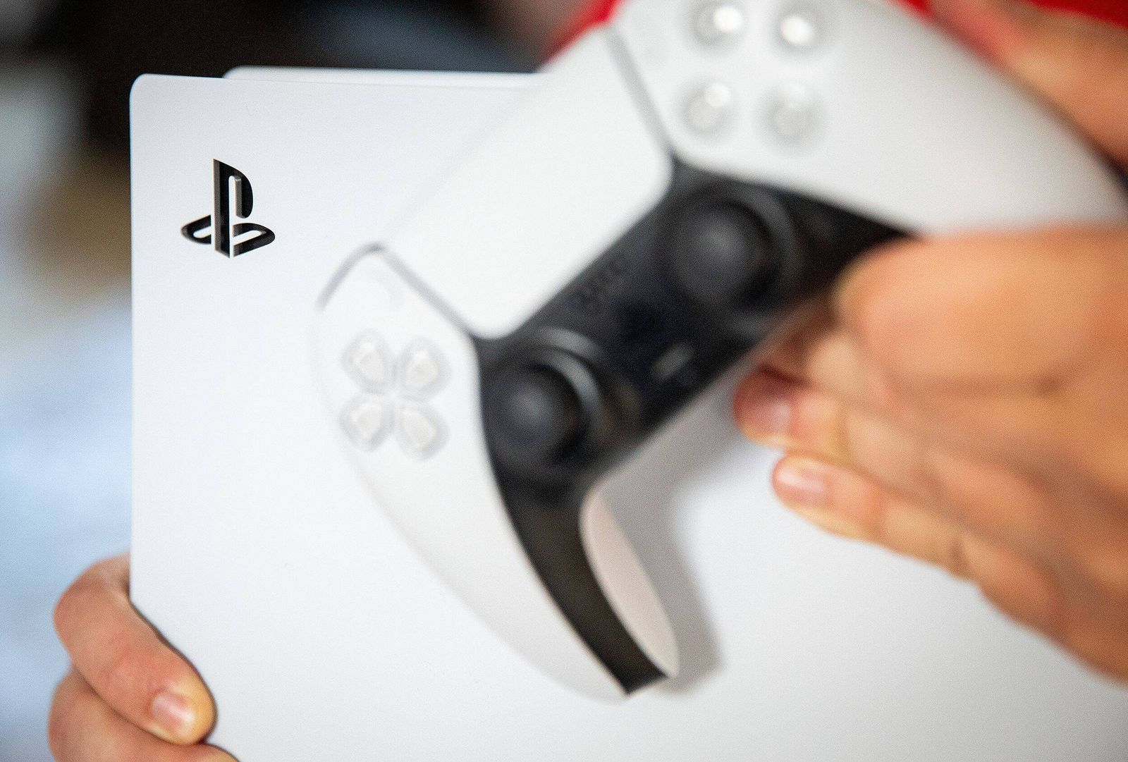 19-11-2020, Dordrecht - Nederlandse gamers kunnen vanaf vandaag de langverwachte PlayStation 5 gameconsole van Sony aans