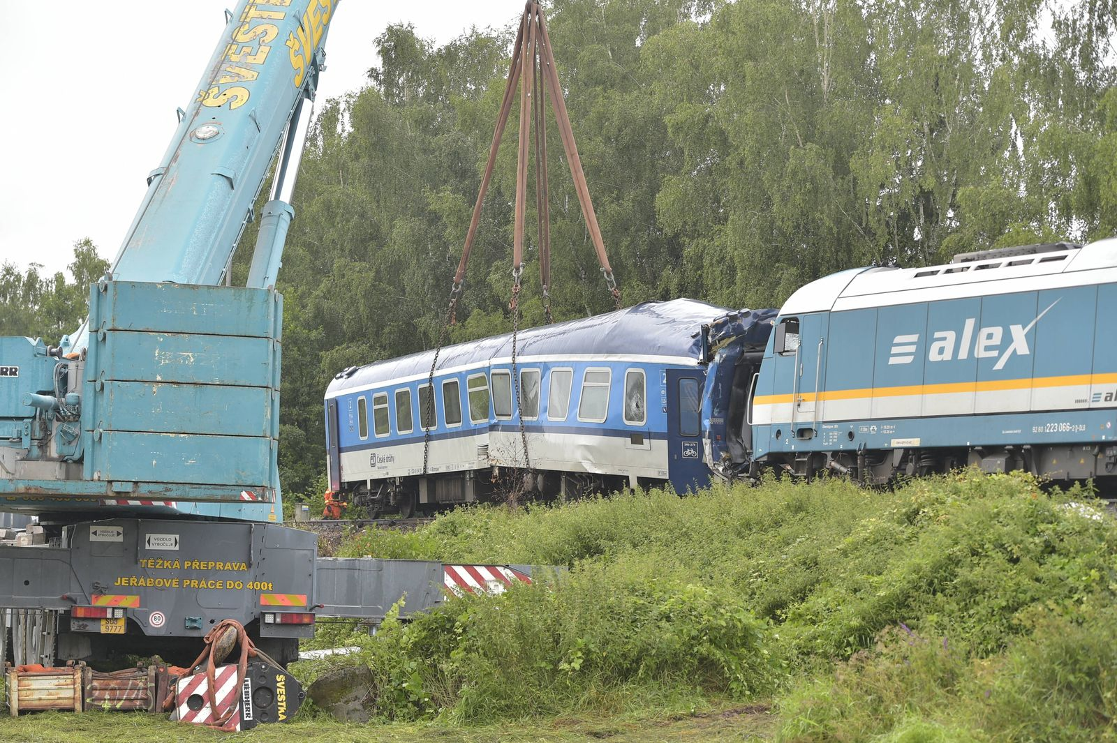 Removing damaged locomotives and wagons using heavy machinery started after yesterday s collision of two trains on the s