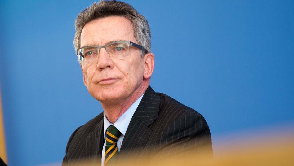 Verteidigungsminister de Maizière: Die Opposition zieht seine Argumentation in Zweifel
