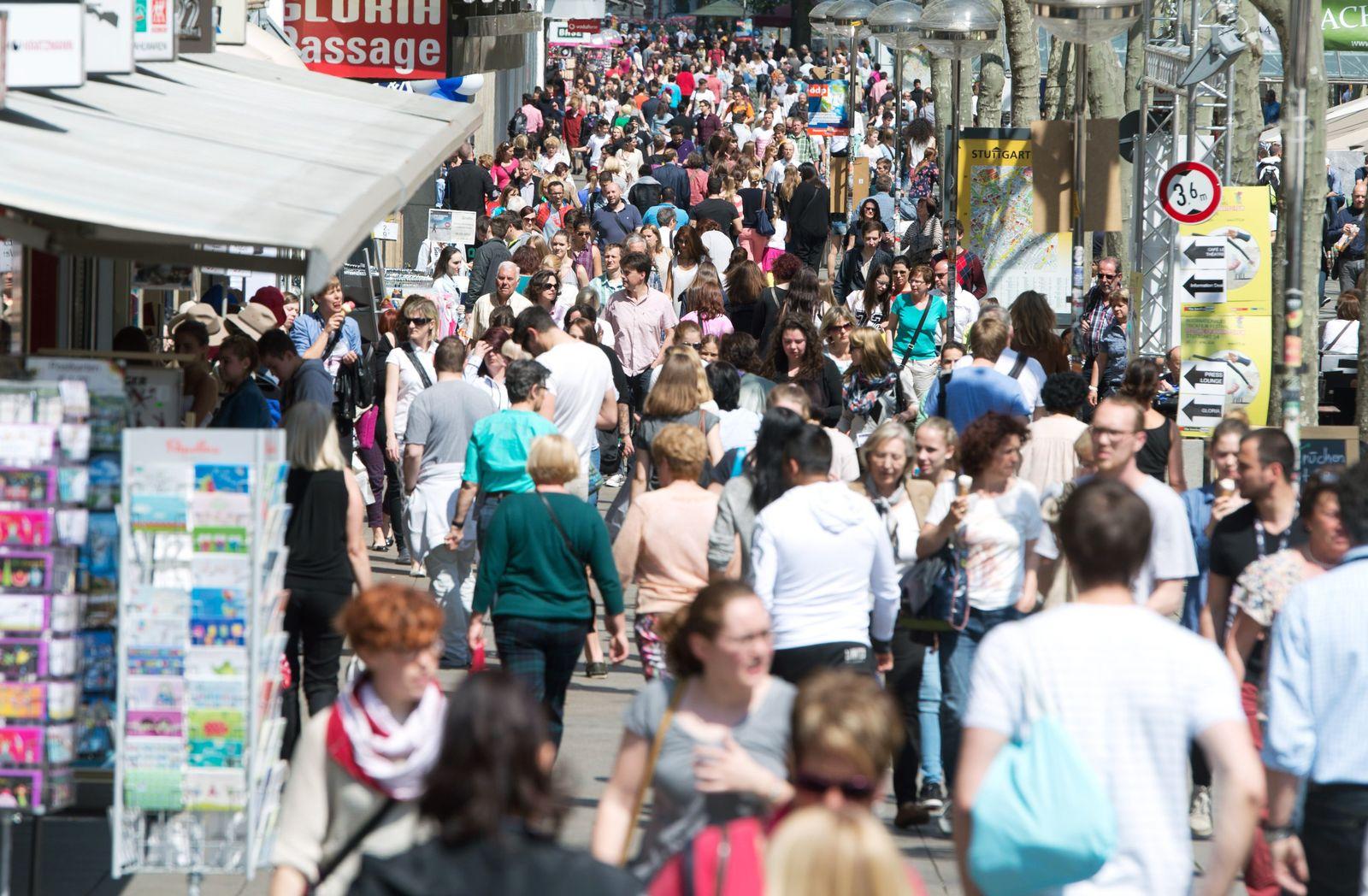 Einkaufsstraße/ Bevölkerung/ Fußgängerzone