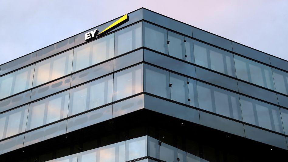 EY-Logo in Zürich