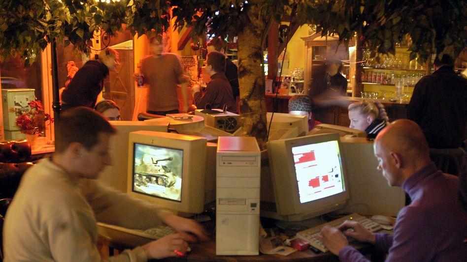 Nachrichten aus dem Internetcafé: Blogs sind noch kein Ersatz für etablierte Medien