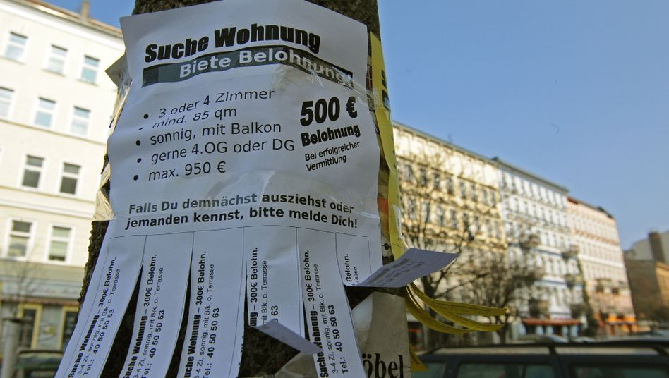 A sign from someone looking for an apartment in Berlin's Prenzlauer Berg district. The Berlin senate hopes to make more housing available by banning short-term vacation apartments.