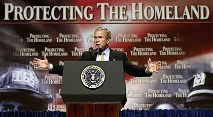 Georg W. Bush: Heimatschutz durch Rechteraub