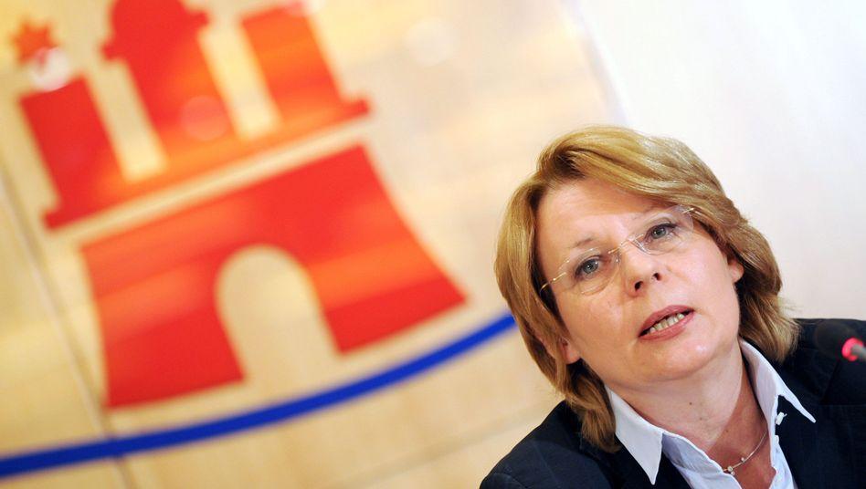 Hamburger Senatorin Prüfer-Storcks bei Salatgurken-Pressekonferenz im Mai 2011: Voreilige Warnung