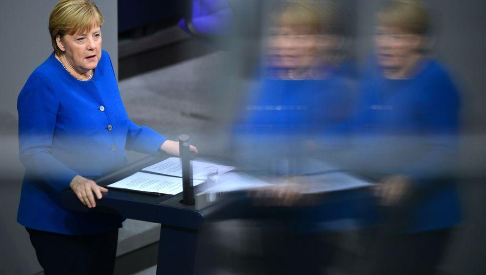 """Angela Merkel bei ihrer Regierungserklärung im Bundestag: """"unter den jetzigen Bedingungen keine Waffen an die Türkei"""""""