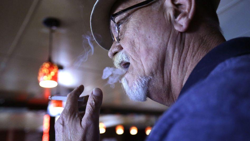 Rauchen: Wer im höheren Alter auf Zigaretten verzichtet, kann noch Lebenszeit gewinnen