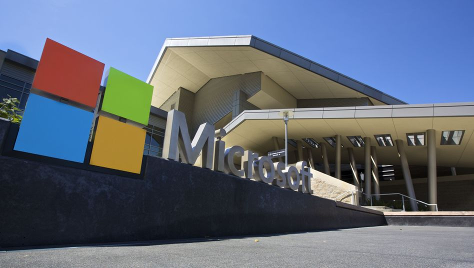 Microsoft-Logo vor der Firmenzentrale in Redmond