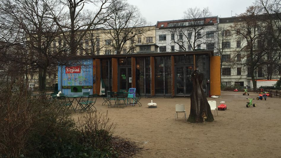 """Café am Helmholtzplatz in Berlin: """"Was ist nun gefährlicher?"""""""