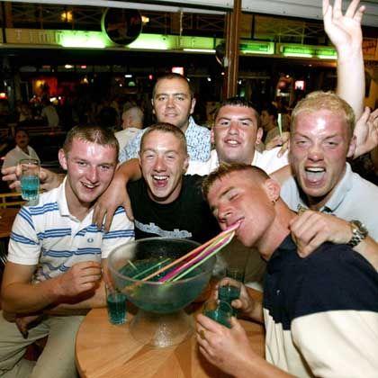 Trinkende Jugendliche: Bald generelle Null-Promille-Grenze?