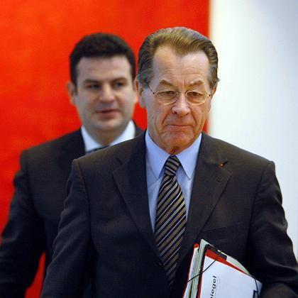 Vizekanzler Müntefering, SPD-Generalsekretär Heil (hinten, im Herbst): Testlauf für den Wahlkampf 2009