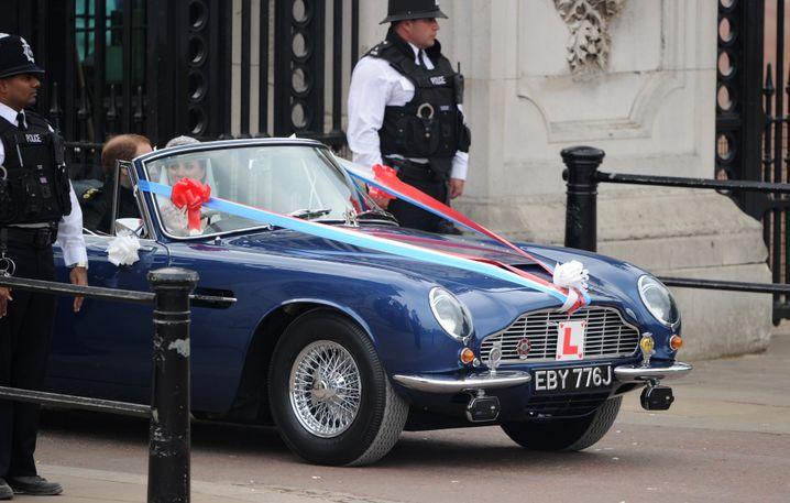 Wiliam und Kate im Aston Martin (2011)