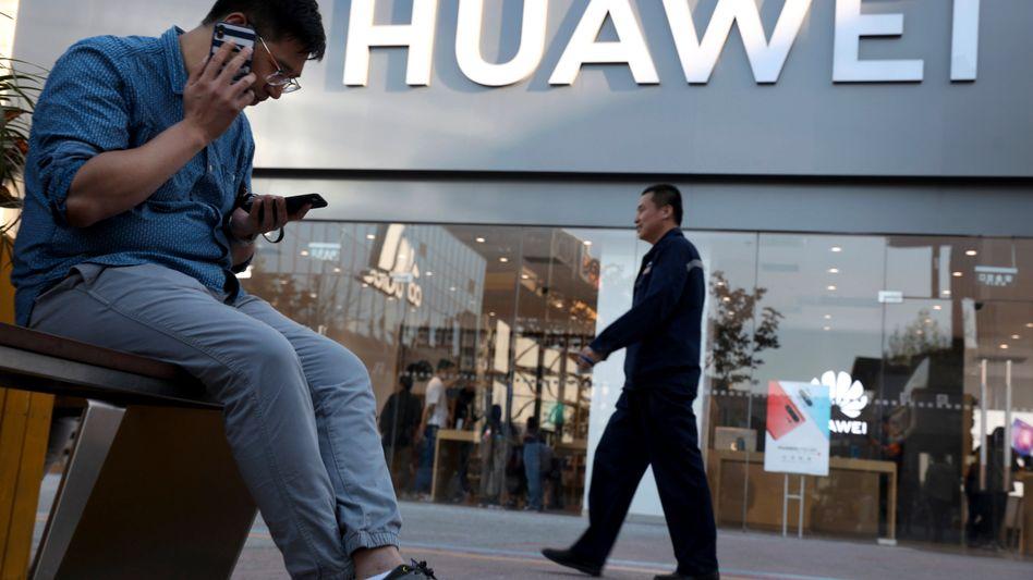 Laden von Huawei in Peking