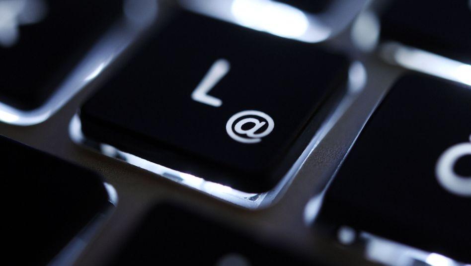 @-Taste: Die Bundesregierung will das De-Mail-Verfahren per Gesetz als sicher deklarieren