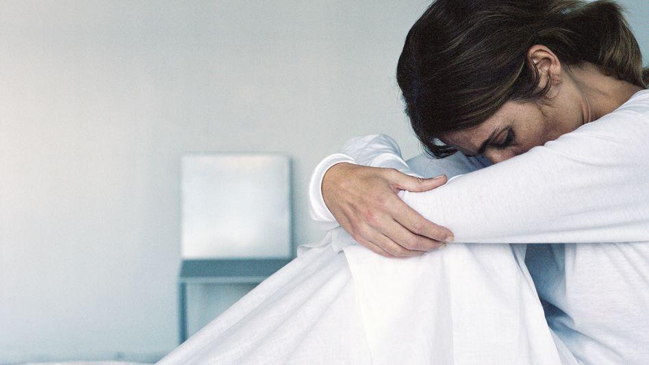Erschöpft: Viele Patientinnen - vor allem junge - leiden nach ihrer Brustkrebsbehandlung an unterschiedlichen Beschwerden