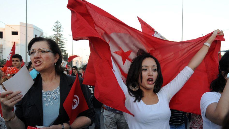 Tunesierinnen bei Protesten (Archivbild von 2013)