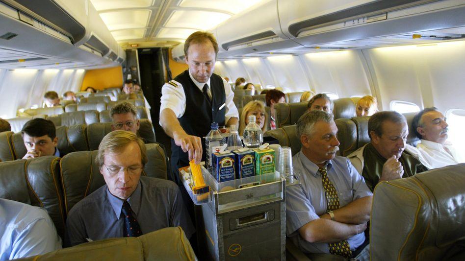Lufthansa-Passagiere: In Zukunft noch weniger Beinfreiheit?