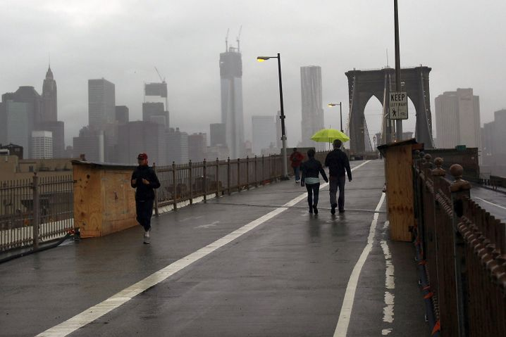 Brooklyn Bridge in New York: Jogger und Spaziergänger trotzen dem Sturm