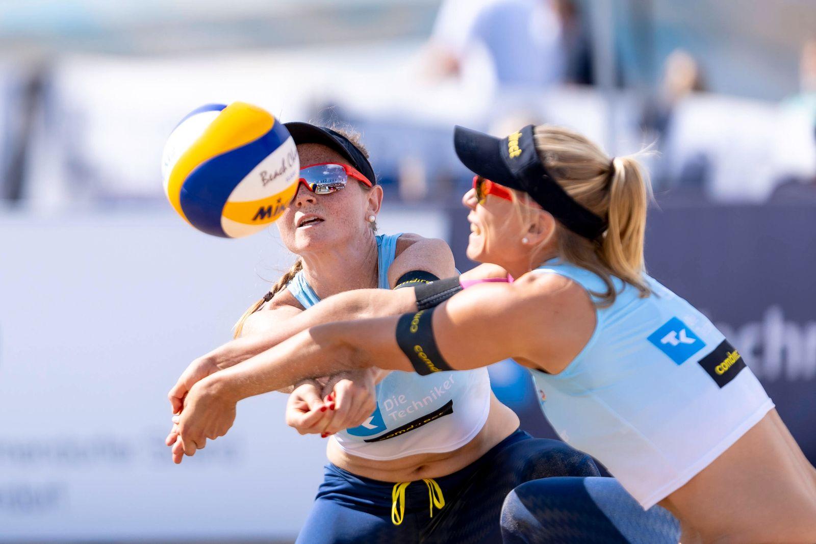 Julia Sude (blau) und Karla Borger (blau). Borger / Sude vs. Aulenbrock / Ferger, Beachvolleyball, Deutsche Meisterscha