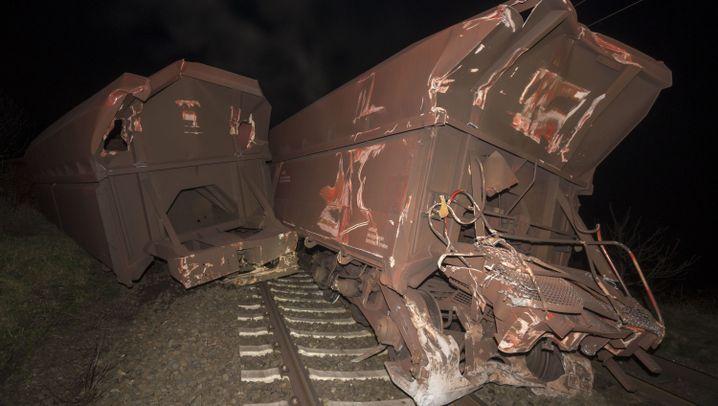 Zugunglück in NRW: Regionalexpress prallt auf Güterzug