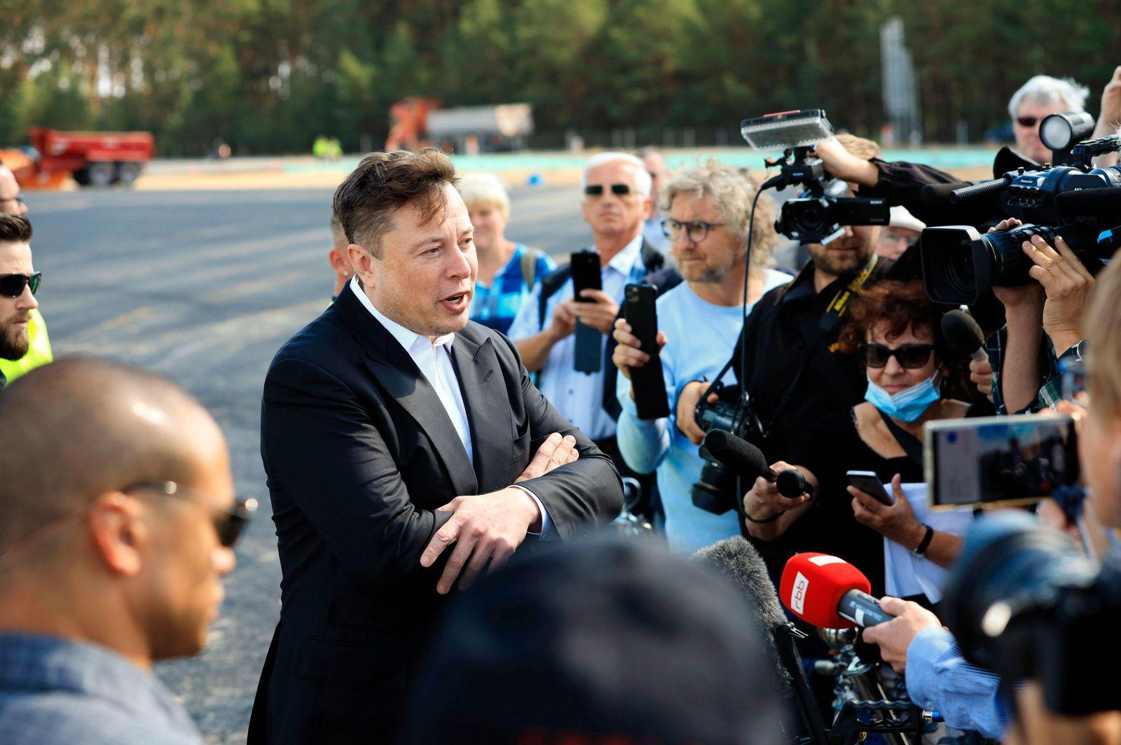 Elon Musk beim ersten Richtfest auf der Baustelle der Tesla Gigafactory Berlin-Brandenburg. Grünheide, 03.09.2020 *** El