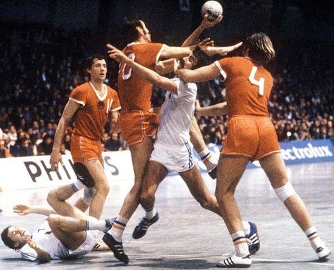 Handballer Brand (weißes Trikot, 1978): Im Würgegriff der Politik