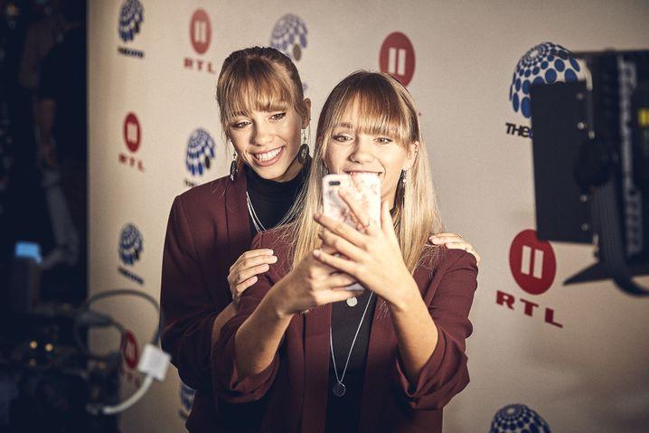 Lena (hinten) und Lisa: Irres Leben